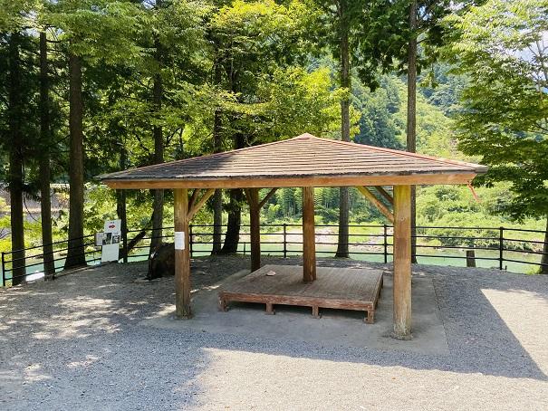 宮崎の河原キャンプ場東屋