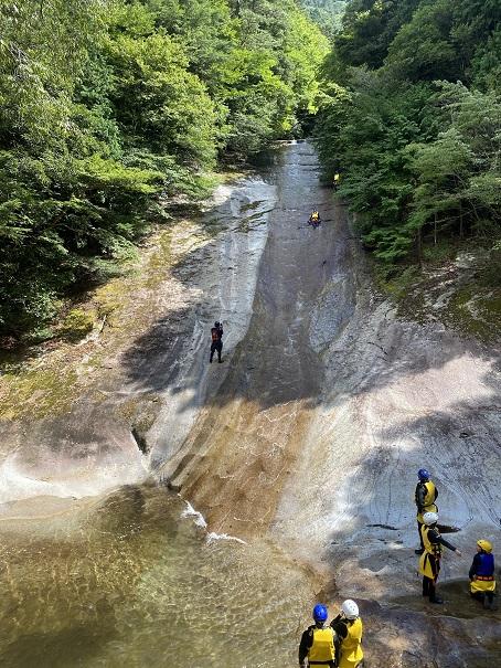 雪輪の滝40mのスライダー