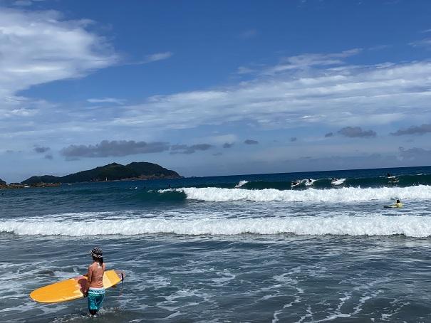 生見サーフィンビーチサーファー