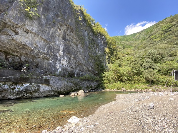 鏡川大穴峡の石灰石