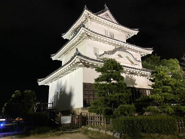 丸亀城キャッスルロード 天守閣ライトアップ