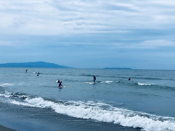 小松海岸のサーフィン
