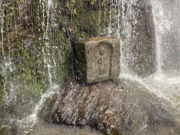 不動の滝 石像2