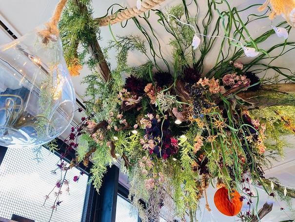 ソラキン 4階 天井からの花