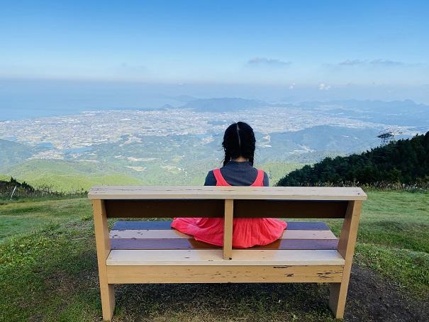 天空のベンチ
