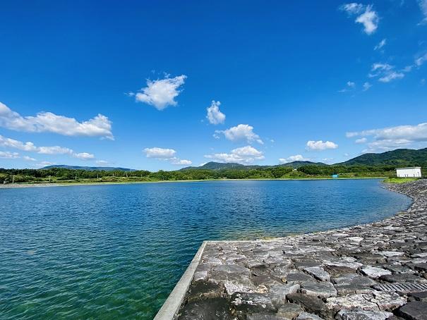 宝山湖の全景写真