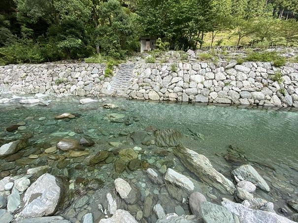 石鎚ふれあいの里付近の加茂川