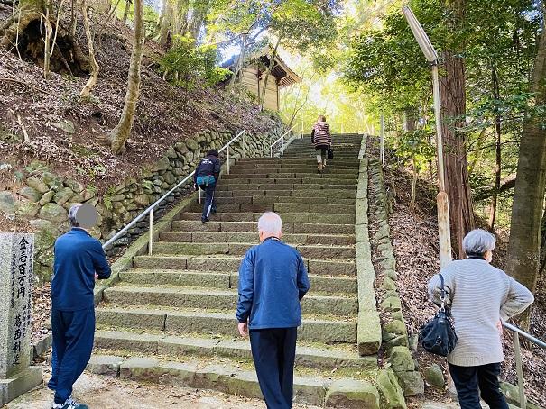 岩部八幡神社 本殿まで階段2