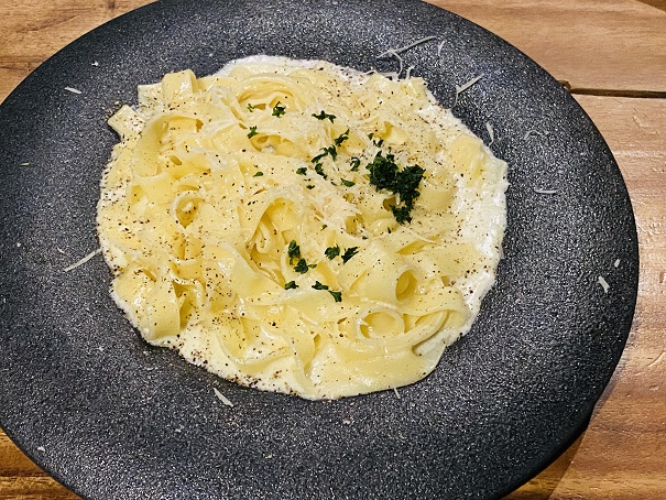 濃厚チーズのクリームパスタ