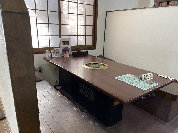 焼肉松坂本店 店内テーブル席