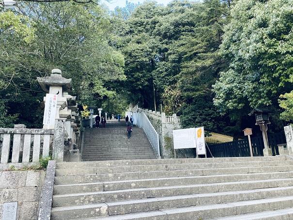金比羅宮本宮へ石段を歩く