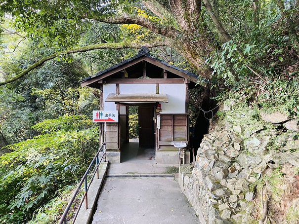 金刀比羅宮参道のトイレ