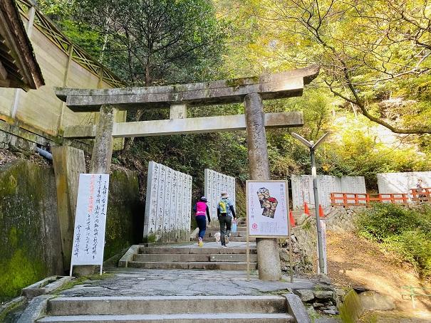 厳魂神社(奥社)への参道の鳥居