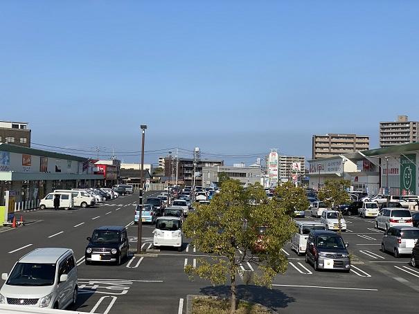 ハローズ丸亀中府モール 駐車場
