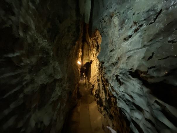 井倉洞 狭い道