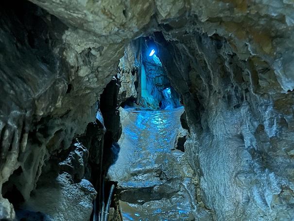 井倉洞 青い入口