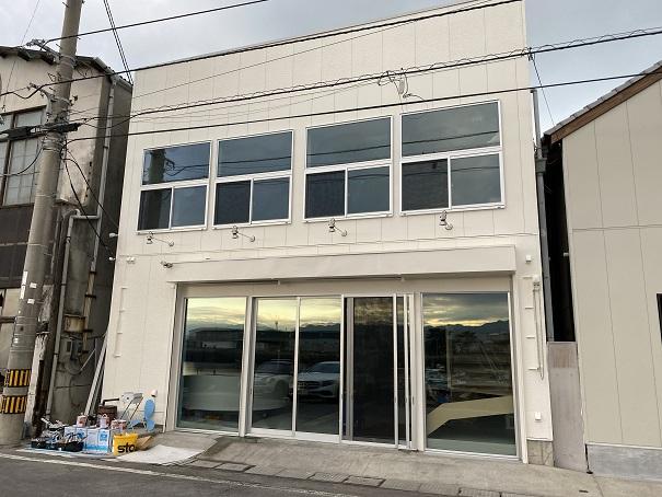 オイスタロー観音寺店アオハタ鮮魚店内2F