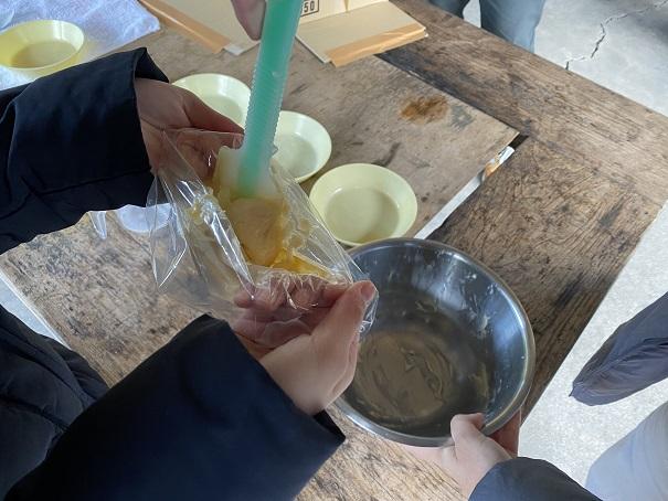 グリーン・パークほどの 焼きドーナツ作り絞り袋に入れる