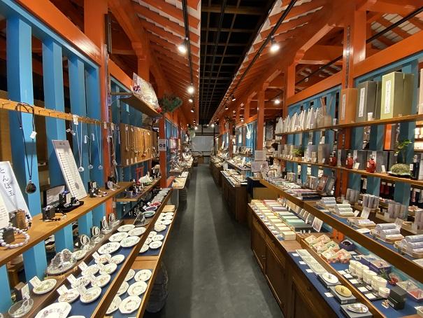 岩座店内風景と商品