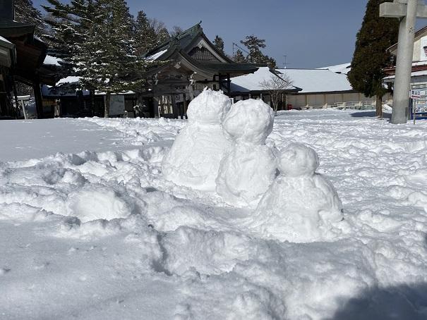 石鎚山 雪遊び雪だるま 3つ