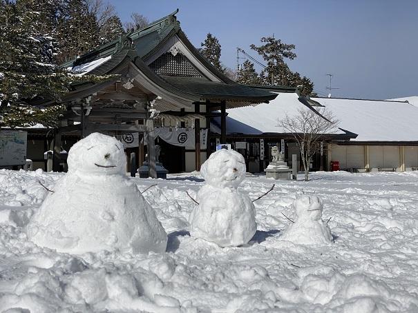 石鎚神社と雪だるま