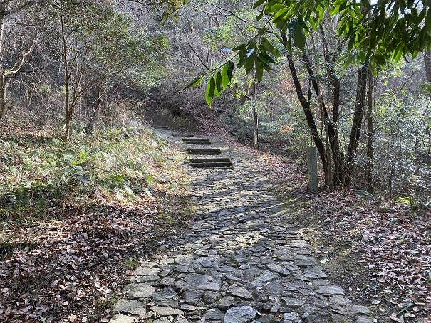 土柱頂上へ 階段