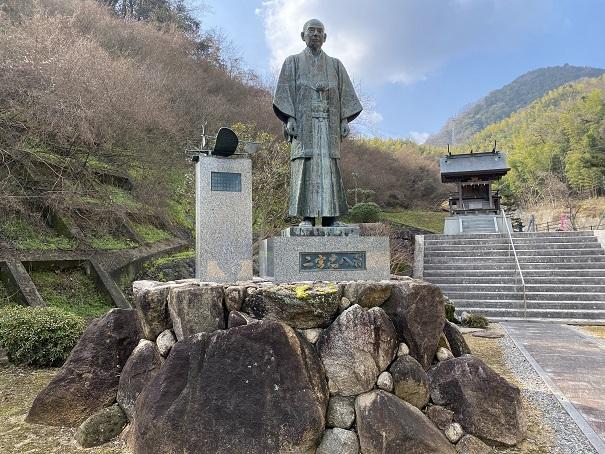 二宮忠八 銅像