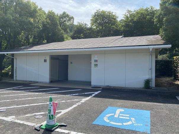 愛媛県立とべ動物園 駐車場トイレ