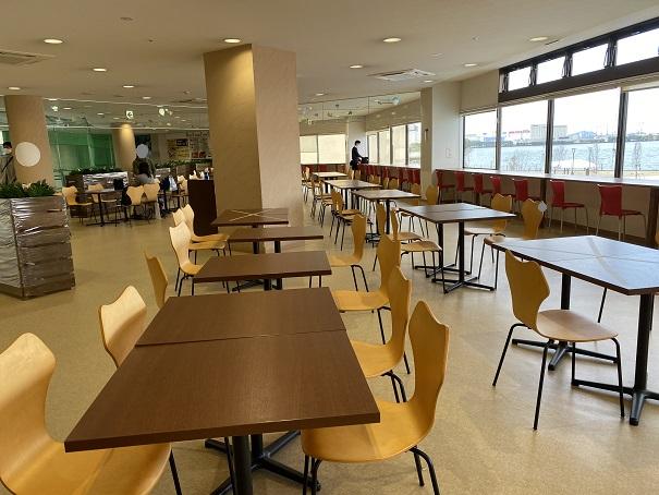 ゴールタワーフードコート飲食スペース2