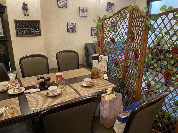 カフェaiai テーブル席