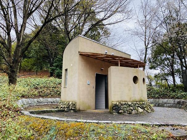 えひめこどもの城 てっぺんとりで途中の公衆トイレ