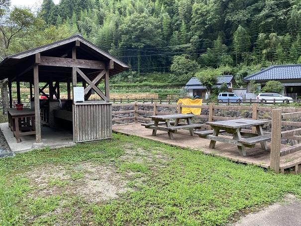 奥の湯ふれあいの里 キャンプサイト2 テーブル