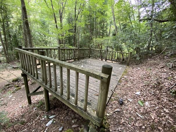 大滝山県民いこいの森 第2キャンプ場木製キャンプサイト