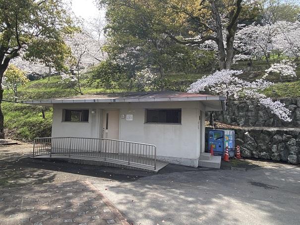 桃陵公園コンコース広場トイレ