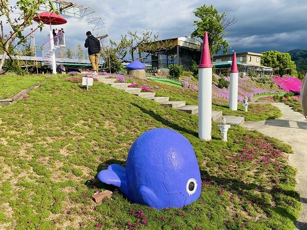 カフェジャルダン 青いクジラ