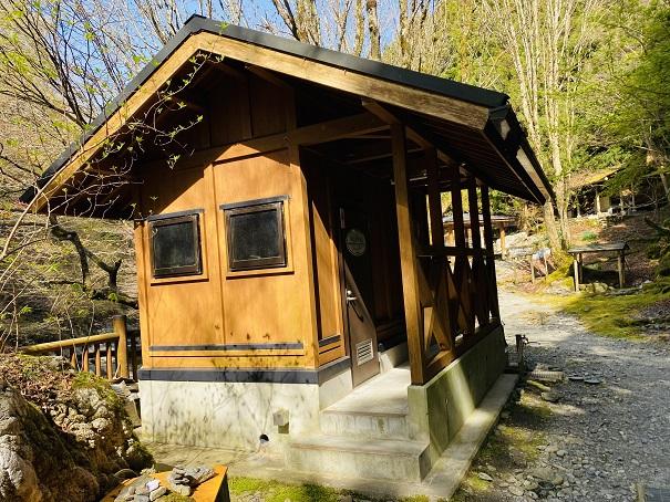奥祖谷二重かずら橋キャンプ場トイレ
