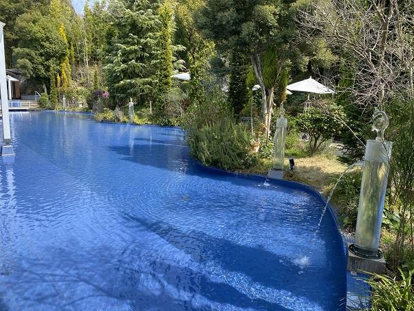 道後ぎやまんガラス美術館 水の庭園