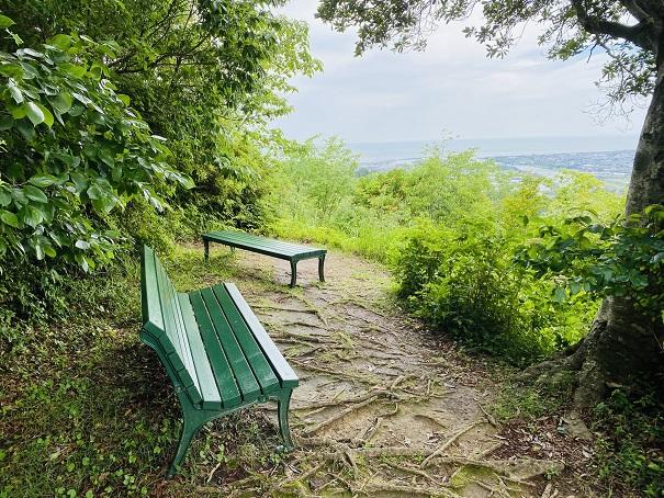 モネの庭 風の丘展望ベンチ