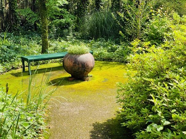 モネの庭 滝の休憩スペース