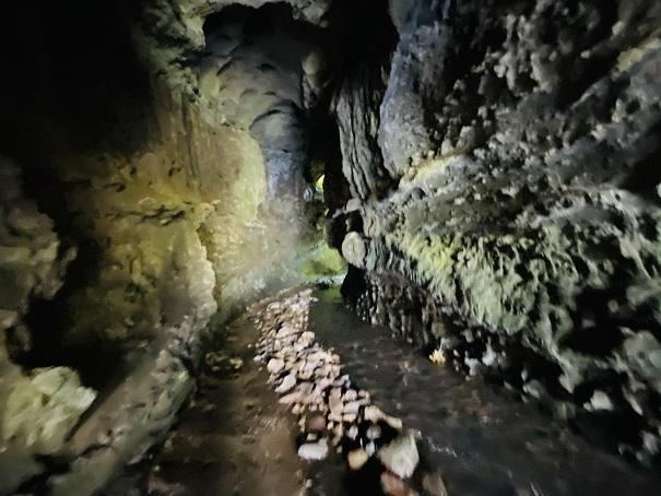 伊尾木洞の中