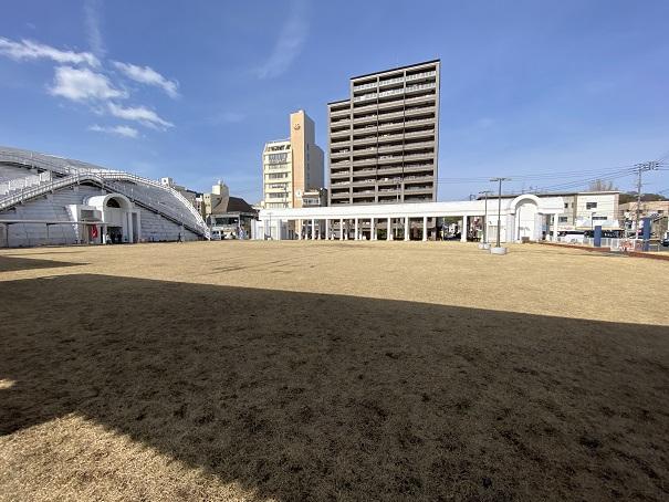 児島市民交流センター 芝生広場
