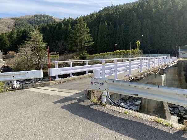 名頃小学校への橋