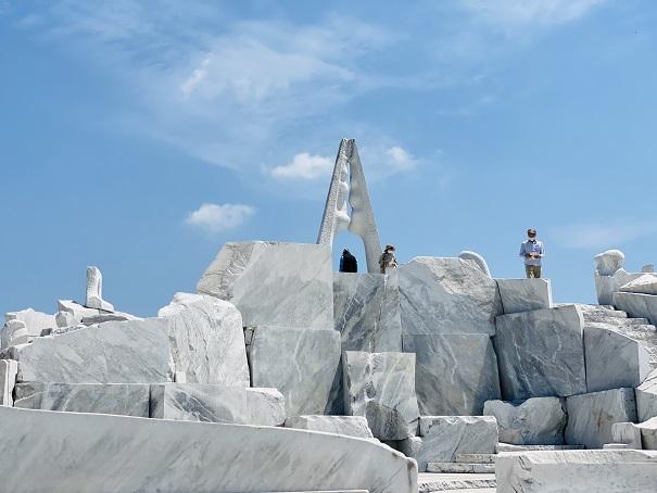 耕三寺博物館 未来心の丘 光明の塔 離れて
