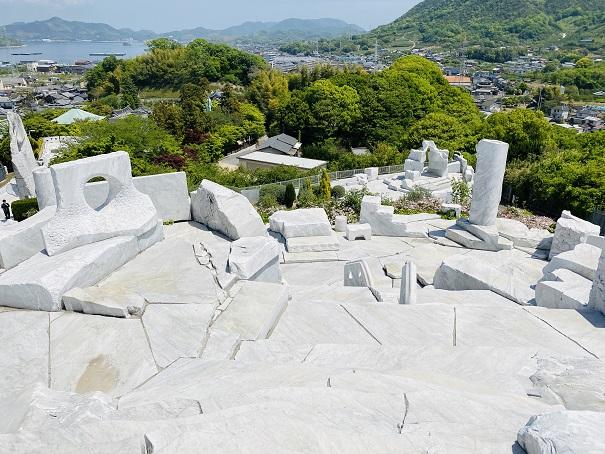 耕三寺博物館 未来心の丘 白の世界と緑