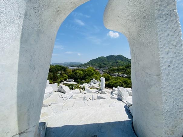 耕三寺博物館 未来心の丘 白い門