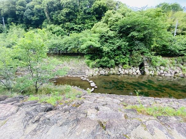 ほたる見公園 川を渡る飛び石