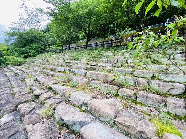 ほたる見公園 とび石を渡った先