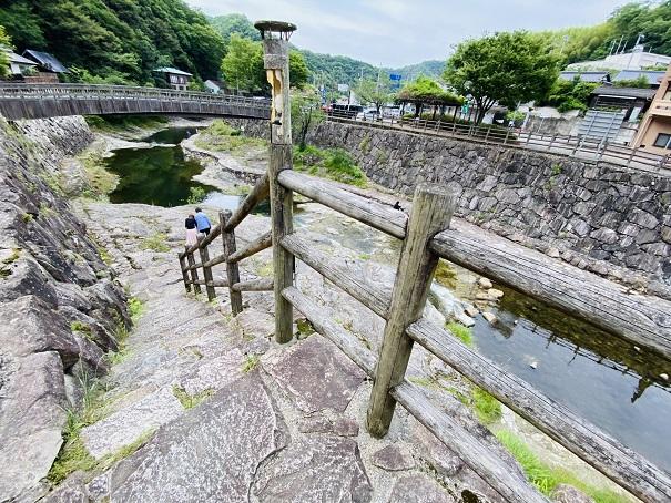 行基の湯側から香東川へ降りる