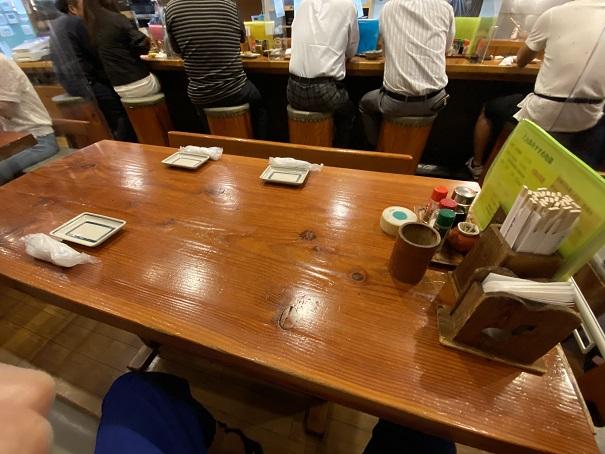 居酒屋 三太郎店内と座席