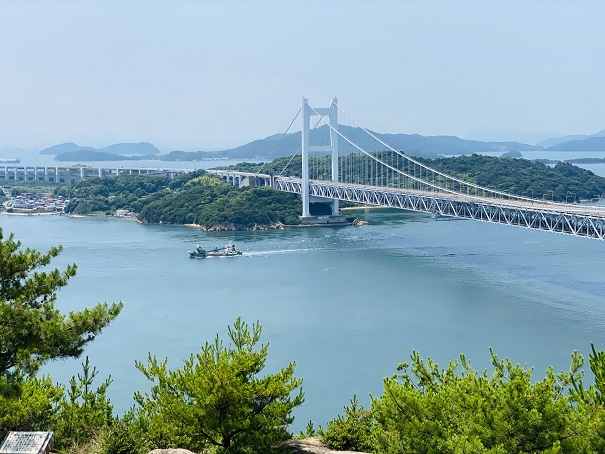 鷲羽山展望台 瀬戸大橋と船